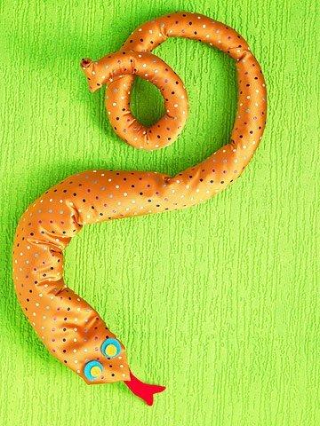 Змея из старого папиного галстука