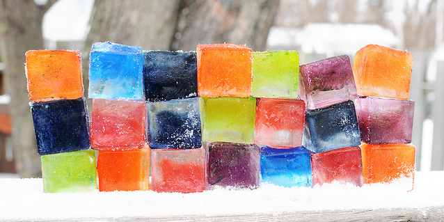 Цветные кубики льда