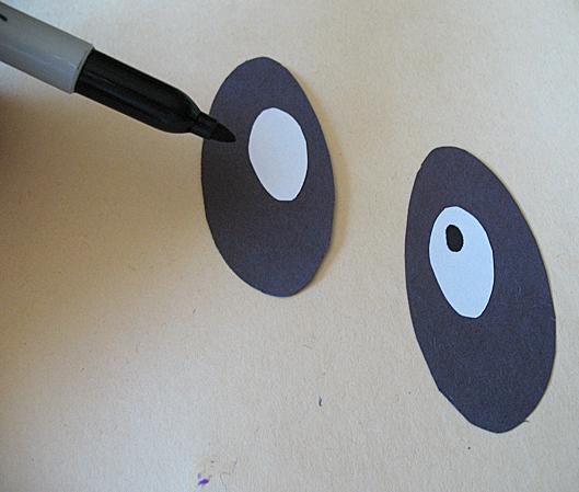 Привидение из бумажной тарелки