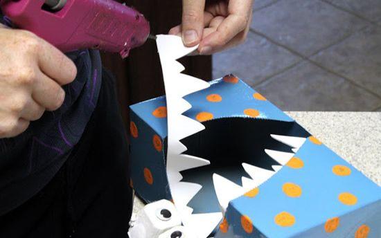 Как сделать монстра из картонной коробки