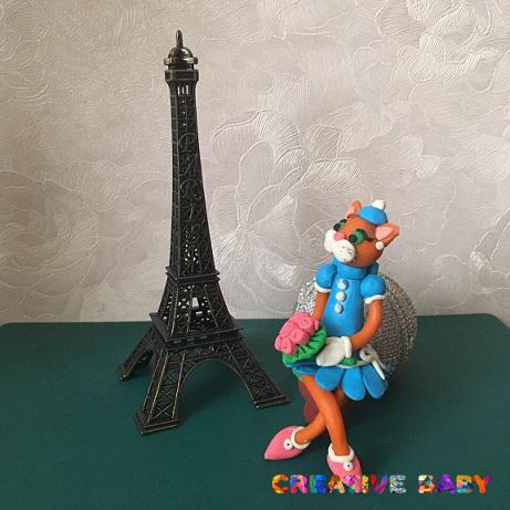 Кошечка из пластилина в Париже