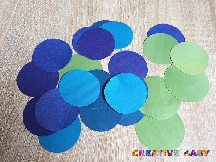 Аппликация «цветы на поляне» из бумажных кругов