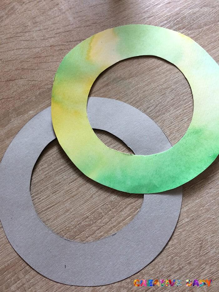Венок из цветной бумаги